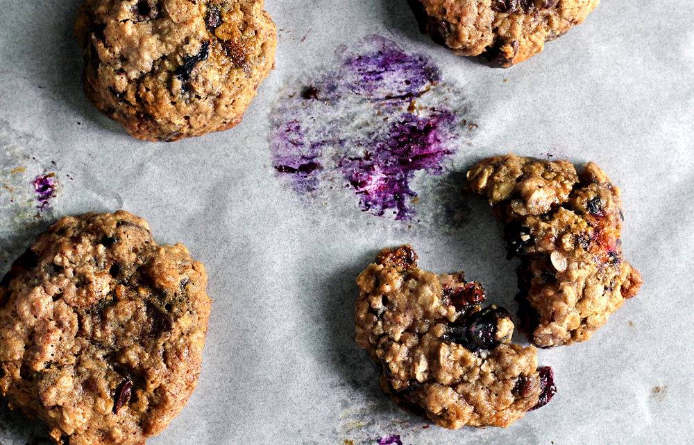 MONDAY BLUE-BERRY OATMEAL COOKIE