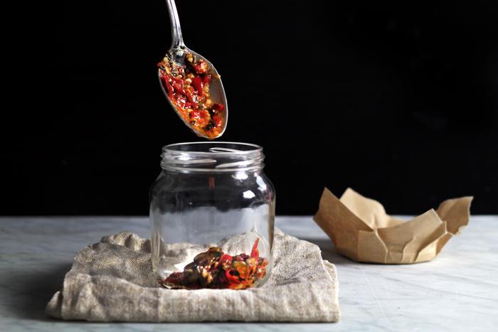 mean-santa-chili-sauce12