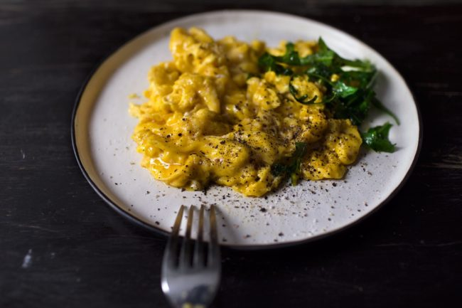 MAGIC 15-SECONDS CREAMY SCRAMBLED EGGS