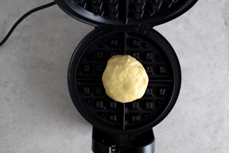 brioche-waffle-w-peanut-brittle09